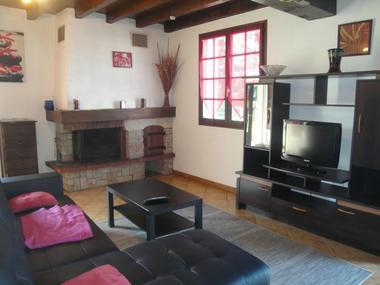 Gîte Bourdet - Coin salon avec cheminée