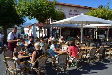 Hôtel Restaurant Elissaldia - Place - Bidart (11)