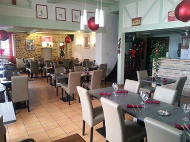 La-Chenaie-Salle-du-restaurant (Bozom Rene)