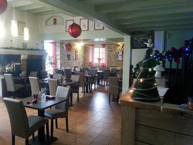 La-Chenaie-Salle-du-restaurant-I (Bozom Rene)