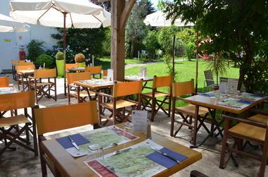 La table de l'ours (terrasse)