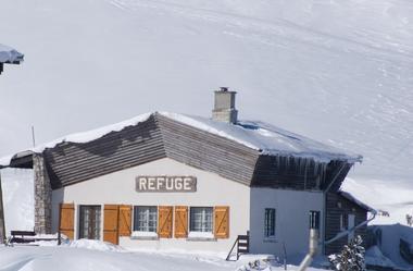 Refuge Jeandel sous la neige 01