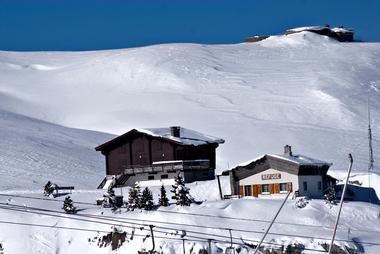 Refuge Jeandel sous la neige