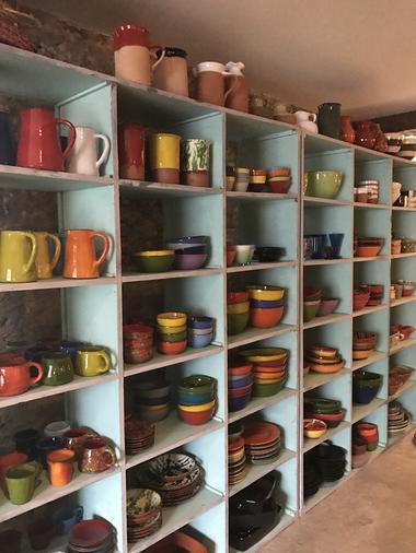 Rouge Garance espace boutique vaisselle colorée