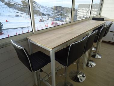 Table bar avec tabourets
