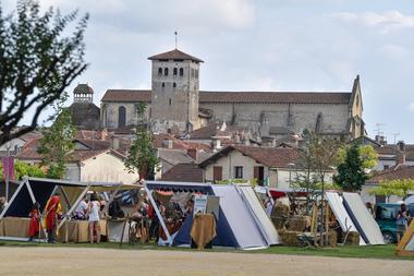 Morlanne pendant les Vasconiales, vue sur l'abbaye