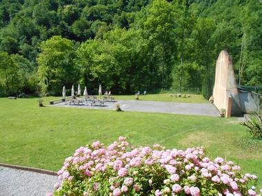 2 Le fronton privé et le jardin