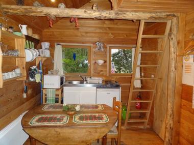 LA CABANE AUX SECRETS intérieur de la cabane perchée tout confort