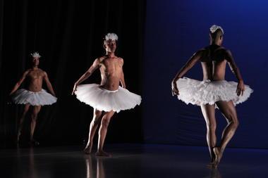 dada-masilo-swan-lake-comète-chalons-danse
