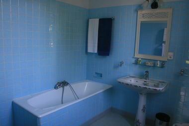 "Le Clos Mortier - La salle de bain de la chambre ""Anémone"""