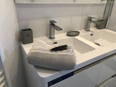 Salle de bain, 2 vasques, 1 douche au sol,, 1 baignoire