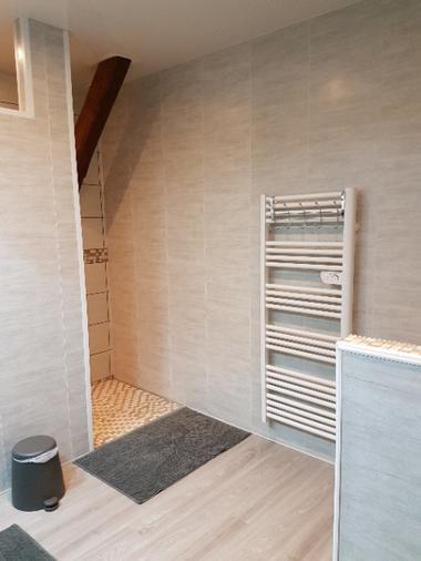 salle d'eau avec WC (à l'étage)