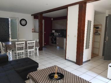 Espace cuisine porte fenetre dur terrasse, coin tv, trés spacieux, super équipé