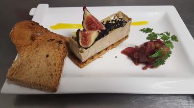 Lingot de foie gras de canard graines de pavot et chutney de raisins