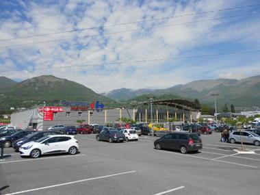 parking1carrefourmarket-argelesgazost-HautesPyrenees.jpg