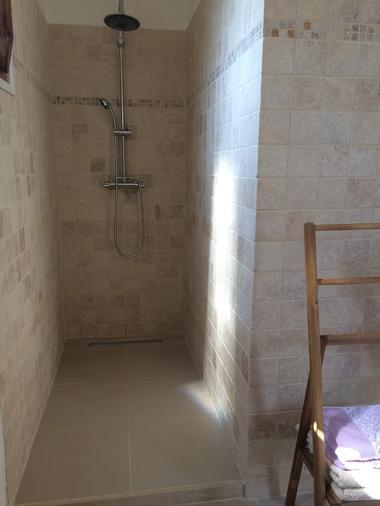 Chambre Marjolain salle de bains 2