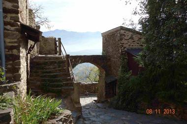L'arche près de la maison