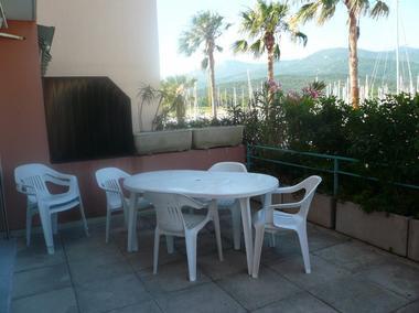 10 grande terrasse avec salon de jardin