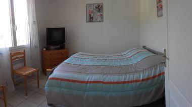 8 chambre avec lit double