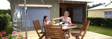 Camping au Bord du Loir - Le Lude - bungalow toilé (1)