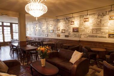 HOT877000119 - Hotel de France Bar wall med