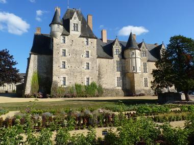 PCU49-chateau-de-baugé-1