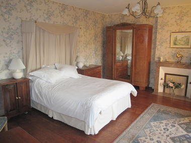 Le Logis blue room