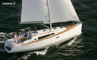 Location-bateau-voilier-Atlantique-Vendee-St-Gilles-Croix-de-Vie-Oceanis-37