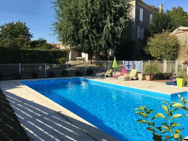 piscine-meublé-barbier-85570-l-hermenault-1