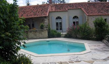 meublé-l'orangerie-de-larocque-latour-85410-saint-laurent-de-la-salle-1
