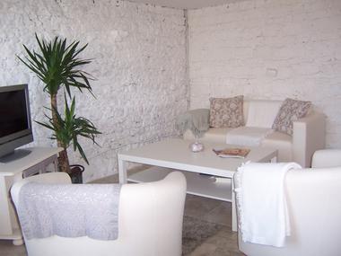 meublé-pomme-d-amour-reece-85570-saint-martin-des-fontaines-3
