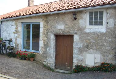 meublé-pomme-d-amour-reece-85570-saint-martin-des-fontaines-9