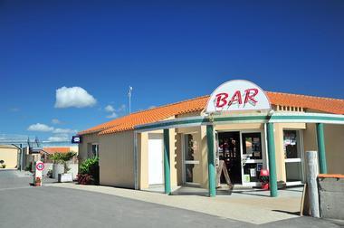 Espace bar, restaurant et plats à emporter