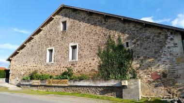 chambres-d-hotes-domaine-la-lucarliere-85410-saint-cyr-des-gats-1