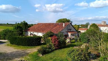 chambres-d-hotes-domaine-la-lucarliere-85410-saint-cyr-des-gats-2