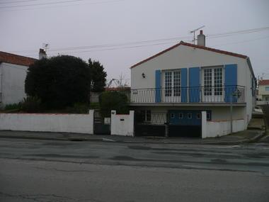 côté rue Mme Lambarra