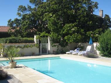 gardens01 pool (700x525)