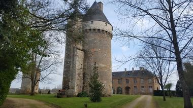 parc-du-chateau-de-l-hermenault-85570-1
