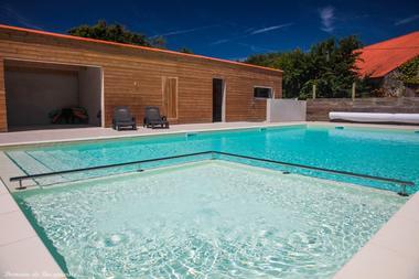 piscine extérieure chauffée pataugeoire - Domaine de Bacqueville