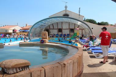 143112_piscine_couverte_domaine_de_beaulieu_-_givrand