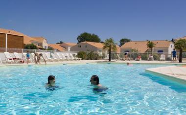 piscine_les_mats_de_st_hilaire_sainthilairederiez