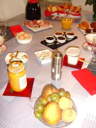 9 chambre d'hotes la porte aux moines vouvant notre petit déjeuner