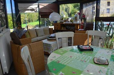 salle petit-déjeuner dans véranda