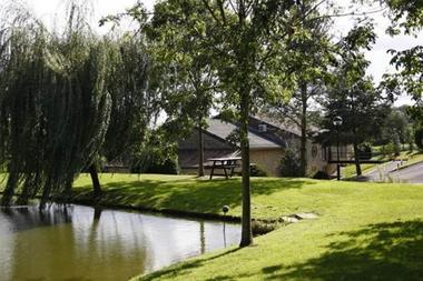 Chambres d'hôtes dans un ancien moulin, étang de 75 ares, pêche - Lonny - Ardennes