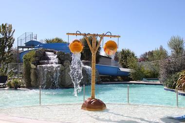 jeux-d-eau-piscine-la-croez-villieu-erdeven