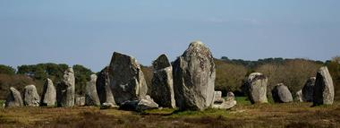 Vue-menhirs-Petit-train-touristique-Carnac-Morbihan-Bretagne-Sud