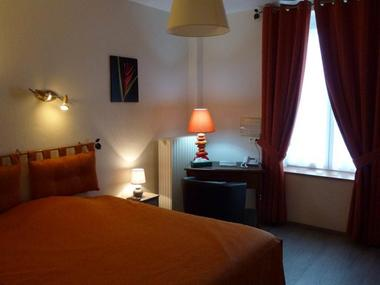 """Hôtel - Logis """"La Sapinière"""""""
