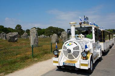 Petit-train-touristique-Carnac-Morbihan-Bretagne-Sud