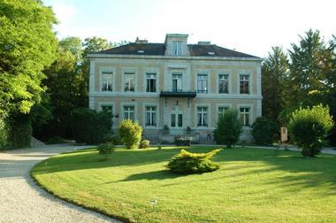 Le Château De Pougy
