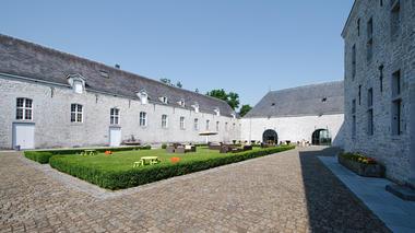 Domaine du Château de Modave - Modave - cour intérieure